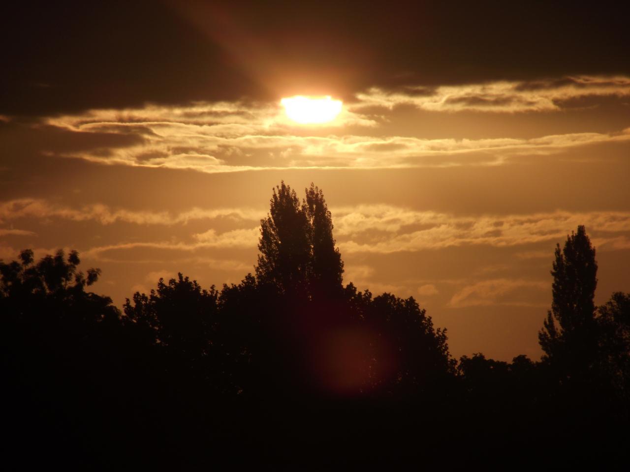 Lever de soleil sur la campagne chartraine