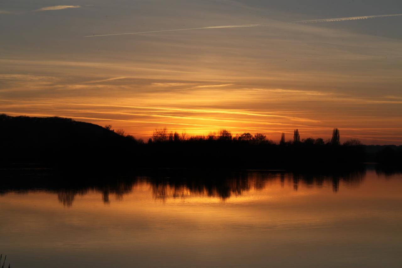 Coucher de soleil sur le lac de la Rougeraie